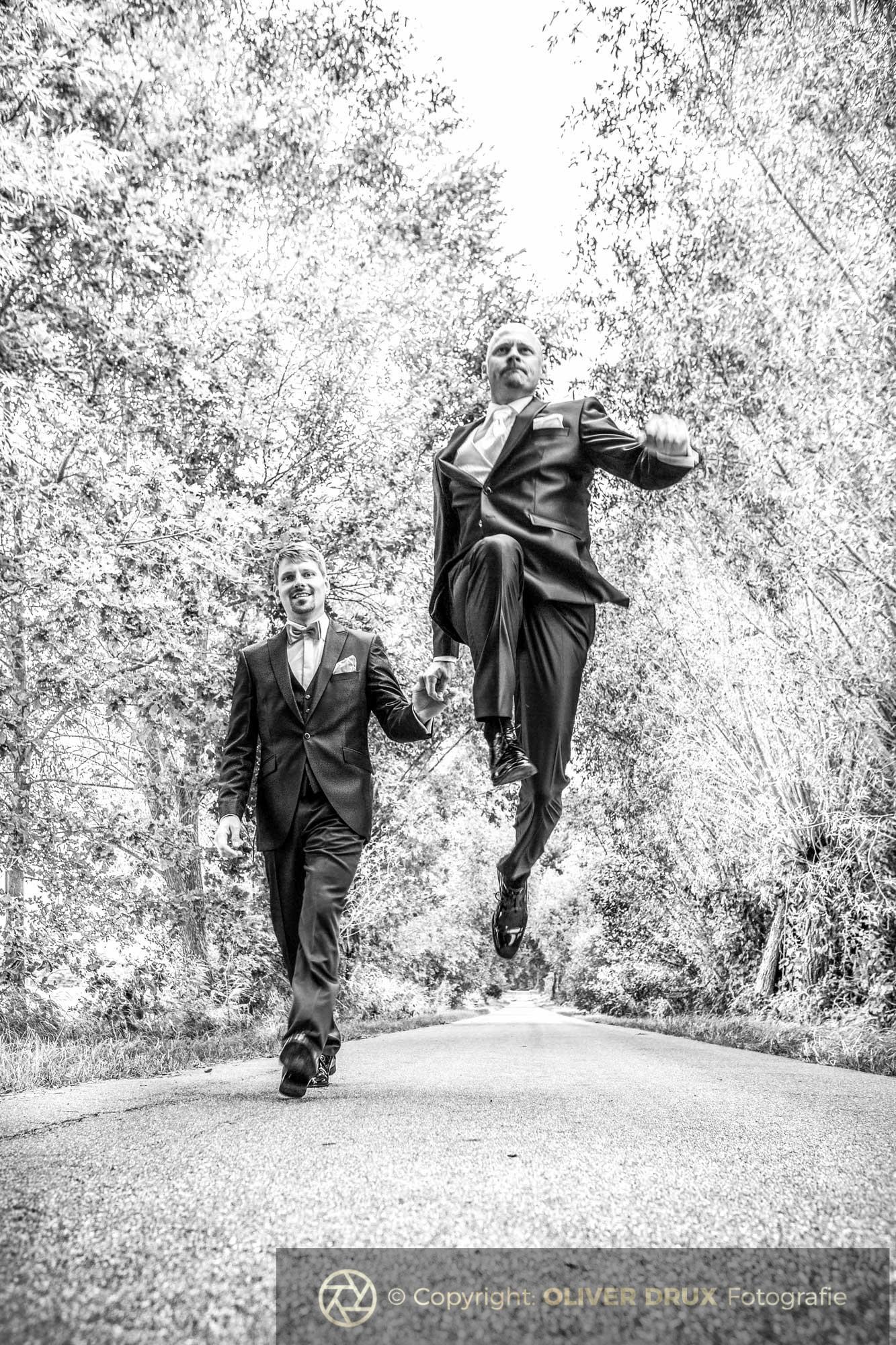 Hochzeitsfoto - Jump!