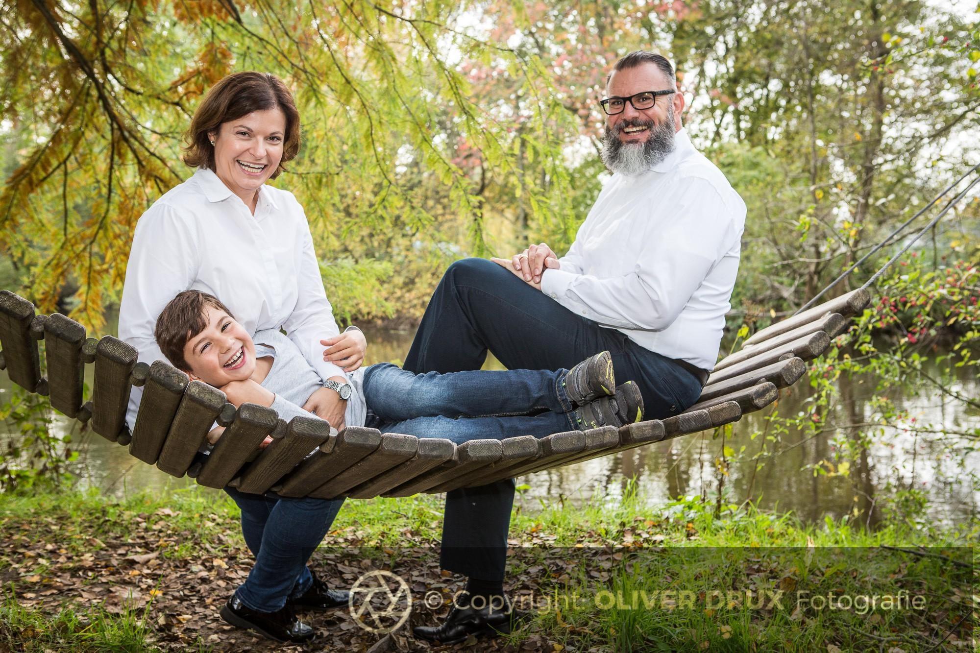 Junge-Familie-lacht