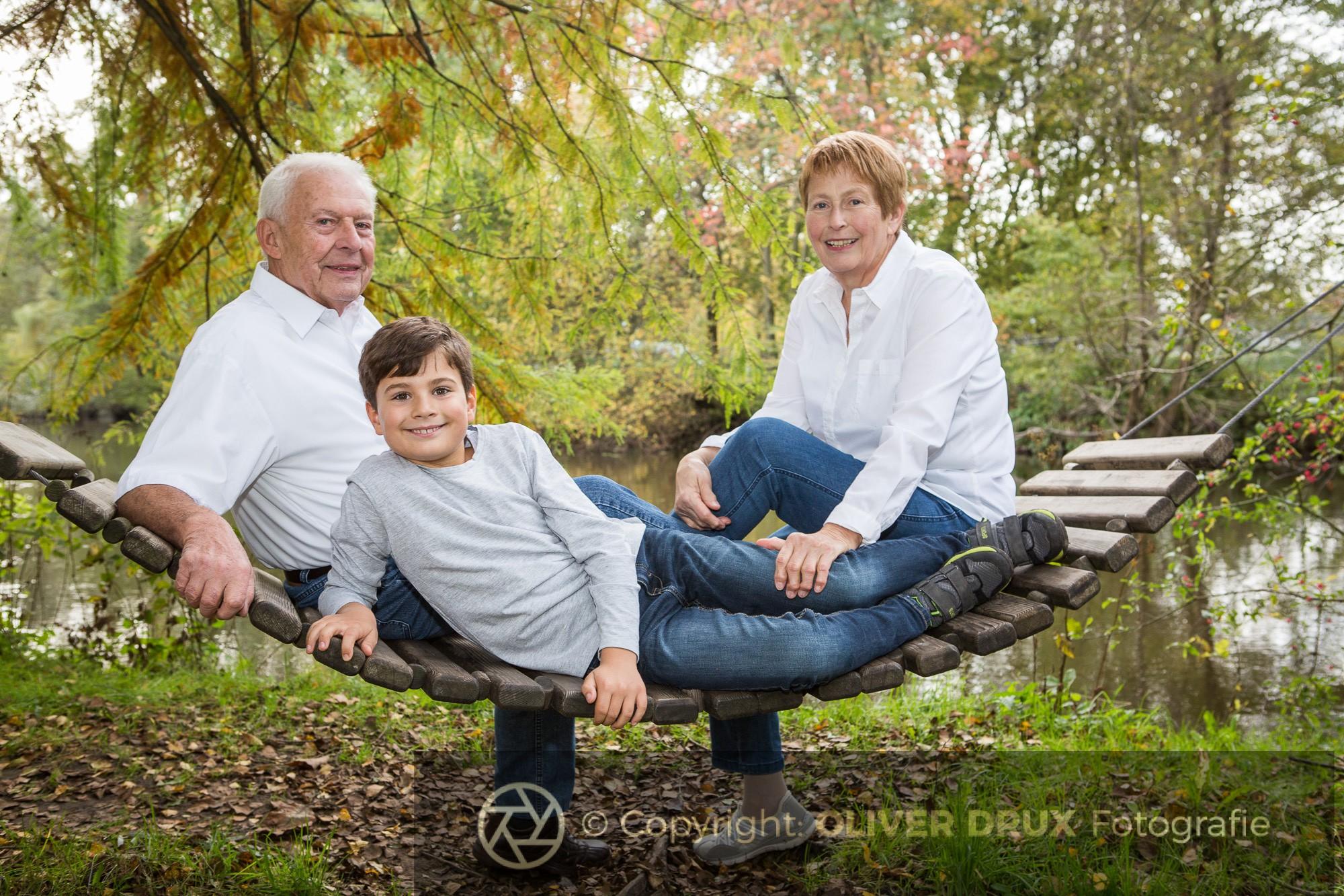 Großeltern-mit-Enkel